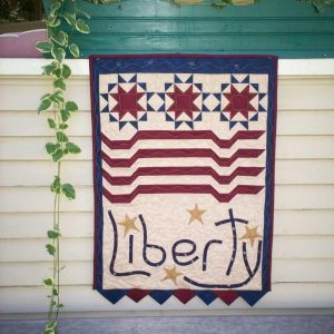 patriotic liberty pieced and appliqued wall hanging with prairie points