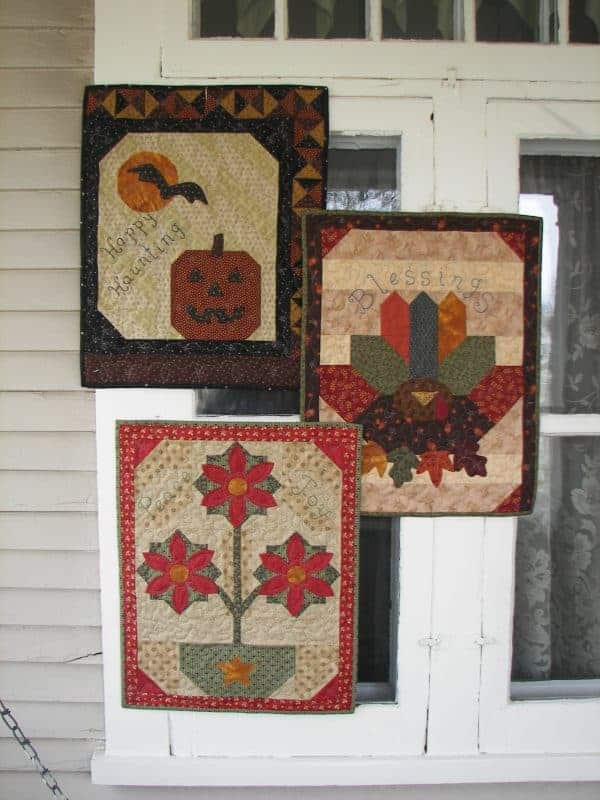 Fall and winter holiday wall hangings